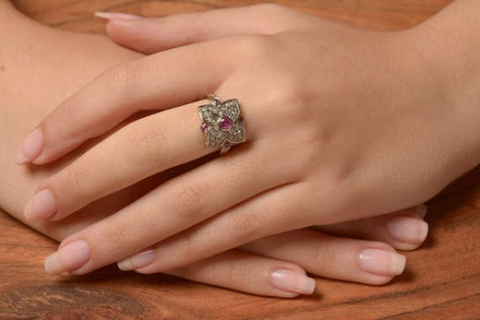4 leaf Ring with Rose Cut Diamonds and Ruby set in 14K White
