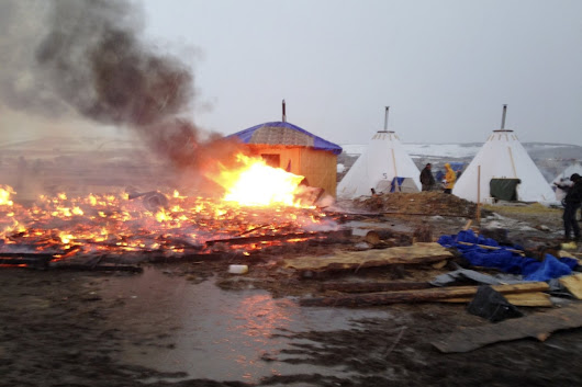 Dakota pipeline protesters torch tents as deadline to leave looms