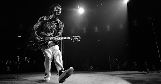 Chuck Berry, Musician Who Helped Define Rock 'N' Roll, Dies at 90 - The New York Times
