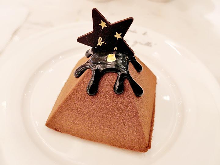 Agnès B cafe chocolate cakes