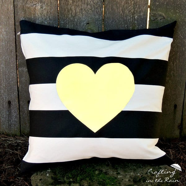 diy-valentine-pillow
