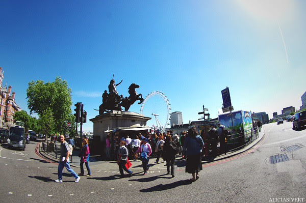 aliciasivert, alicia sivertsson, london, england, Boudica Statue, london eye, staty