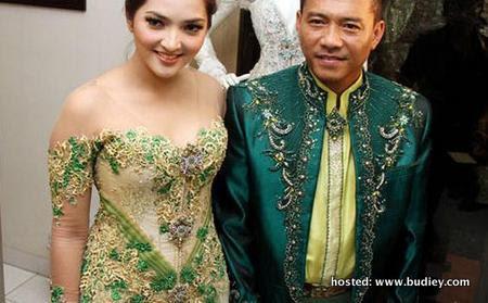 Busana-pengantin-Anang-dan-Ashanty