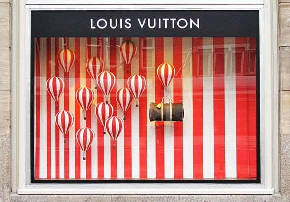photo best-window-displays_louis-vuitton_2013_hot-air-balloon_02-1000x698.jpg