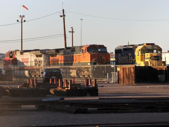 BNSF 2863, 1061 and 748 in Phoenix, AZ
