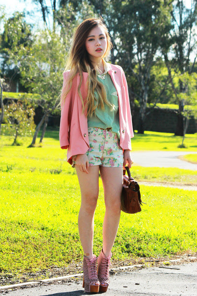 Peach-forcast-blazer-cream-fascue-shorts_400