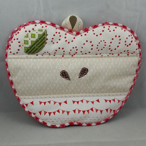 Apple potholder #patchworkplease