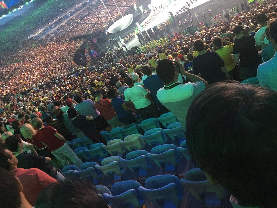 Lugares vazios para estes de dentro do até US $ 3.000 uma seção assento revelam a dificuldade Rio Olympics organizadores tiveram com assentos de enchimento para o evento