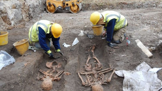 Archaeologists find 25 skeletons in medieval Cambridge friary - BBC News