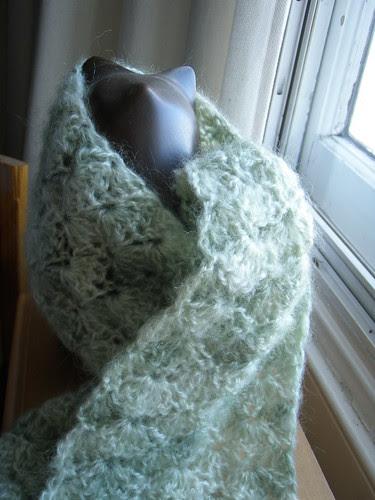 crochet shell scarf