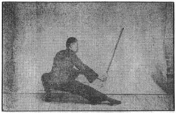 《昆吾劍譜》 李凌霄 (1935) - posture 75