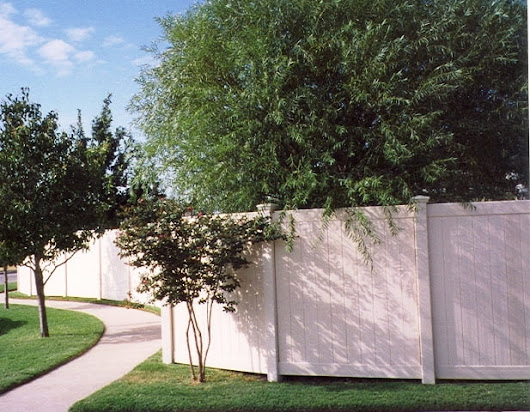 Why to Hire Professionals to Install Your Vinyl Fence