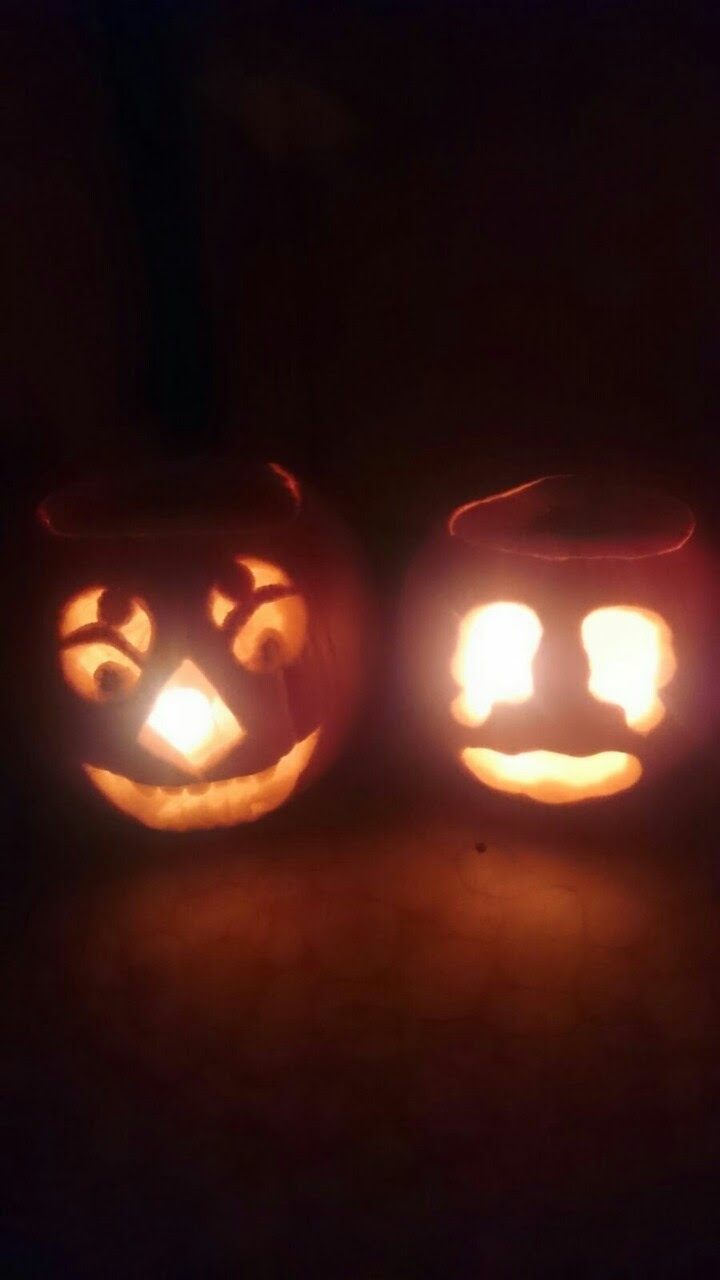 My Jack'o-lanterns this year~ - Malachite (Steven universe) - Rubies Pumpkin (School Idol Festival) - Pumpkaboo (Pokemon) - :D