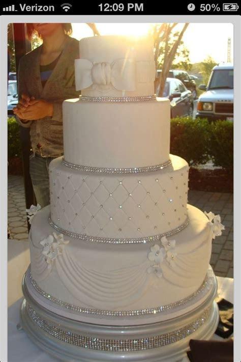 Wedding cake with diamonds   idea in 2017   Bella wedding