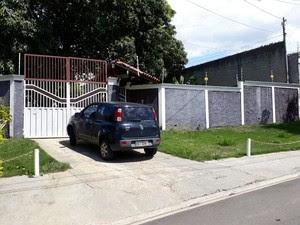 Na casa do casal em Atibaia foram encontradas mais 200 caixas de cigarro (Foto: Lucas Rangel/G1)