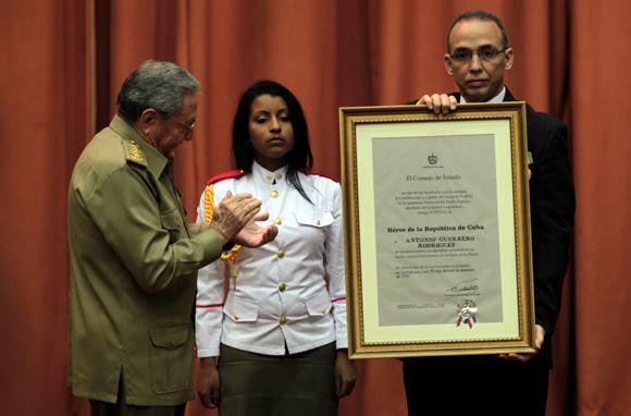 Imponen el Título de Héroe de la República de Cuba y la Orden Playa Girón a los Cinco. Foto: Ladyrene Pérez/ Cubadebate.