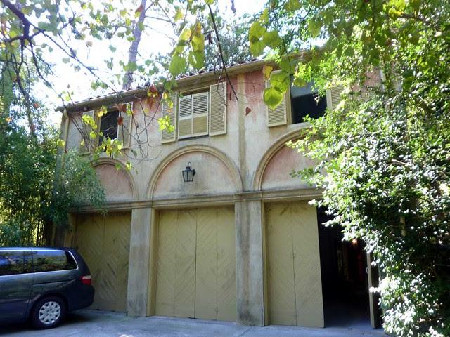 P1040461-2010-10-10-Pink-Castle-Garage-Doors
