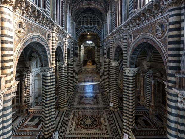 O interior da catedral (Foto: Giuseppe Masci / TIPS / Photononstop/ AFP)