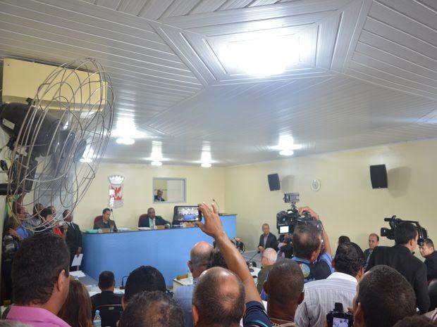 População acompanhou posse do vice como prefeito na manhã desta quarta (Foto: Tássio Andrade/G1)