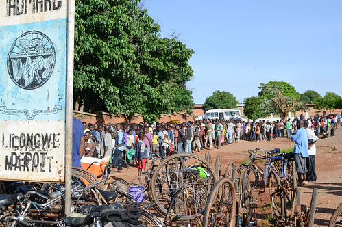 Queues at Malawi's state-run maize traders are never-ending as thousands of people wait for days to purchase the staple crop. At the Lilongwe Admarc people sleep overnight in the queue as they wait for a chance to buy maize.  Credit: Mabvuto Banda/IPS