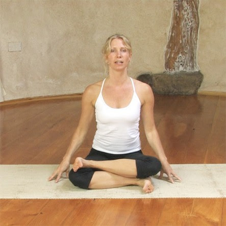 4 hip flexor stretches to relieve tight hips 5 yoga poses