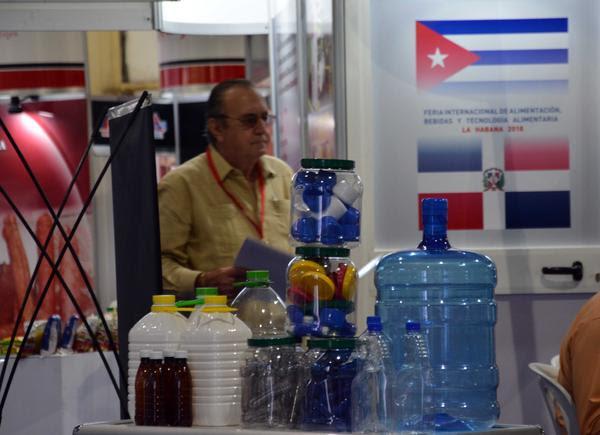 """Feria Internacional de Alimentación, Bebidas y Tecnología Alimentaria """"Alimentos2.0"""", que se desarrolla en el Recinto Ferial Pabexpo, en La Habana, el 22 de mayo de 2018. ACN FOTO/ Marcelino VÁZQUEZ HERNÁNDEZ"""