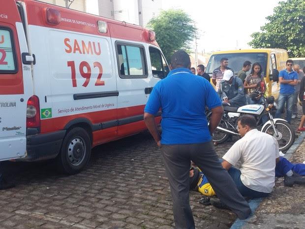 Carteiro teve fratura na perna direita (Foto: Luana Bernardes/TV Grande Rio)