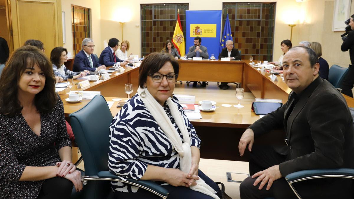 Lola Santillana, Mari Cruz Vicente y Calos Bravo en la reunión