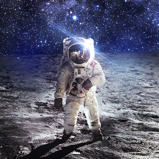 ao97-astronaut-space-art-moon-dark