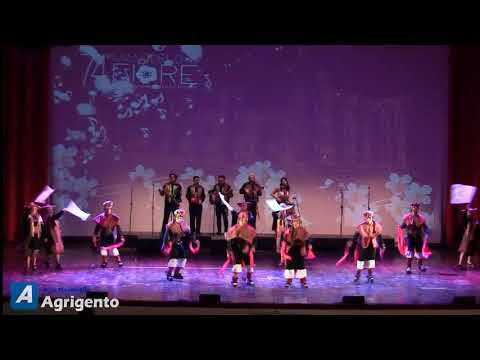 L'esibizione del gruppo della Bolivia che ha vinto l'edizione 2019 del Mandorlo in Fiore