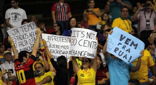 Romário manda calar Pelé sobre as manifestações no Brasil