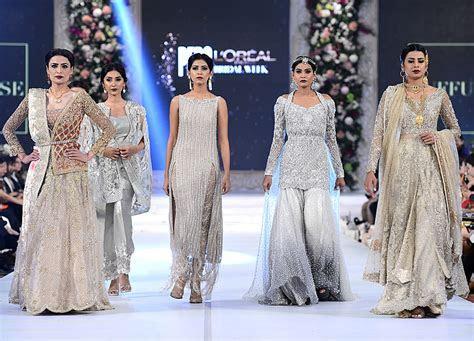 Latest Engagement Dresses 2017 for Pakistani Brides
