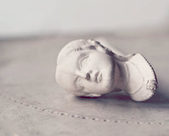 Emily Bronte Figural Clay Pipe 1970s Edition - OhDearViolet