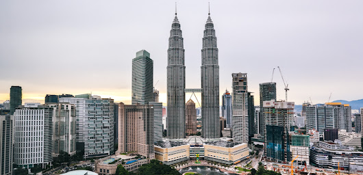 Chasing The Petronas Twin Towers | FRUGAL FROLICKER