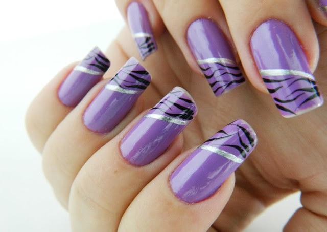 juliana leite nail art unhas que quebraram reconstituidas lilás colorama com tigre preto e risco prata1