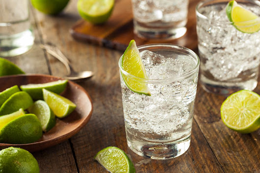 Drinking gin and tonics stops hay fever symptoms, study finds