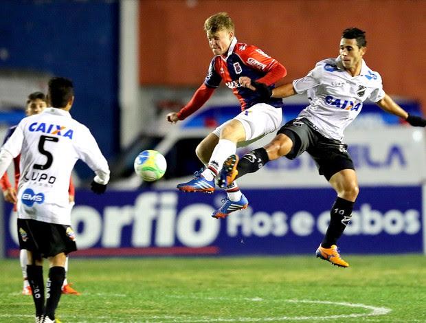 Marcos Serrato no jogo Paraná x ABC (Foto: Heuler Andrey / Agência Estado)