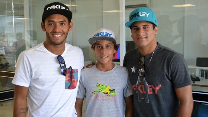 Jadson André, Mateus Sena e Italo Ferreira - surfistas potiguares - Rio Grande do Norte (Foto: Jocaff Souza/GloboEsporte.com)