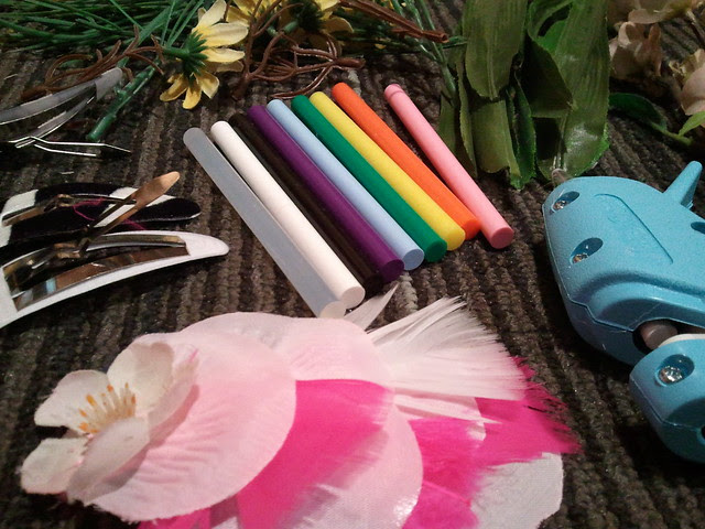 {FLAURETTES} craft night at look nook! Faux floral barrettes!