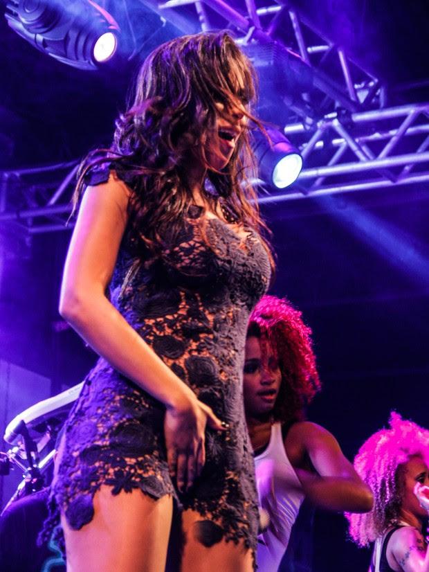 Anitta faz coreografia ousada (Foto: Rômulo Juracy/Divulgação)
