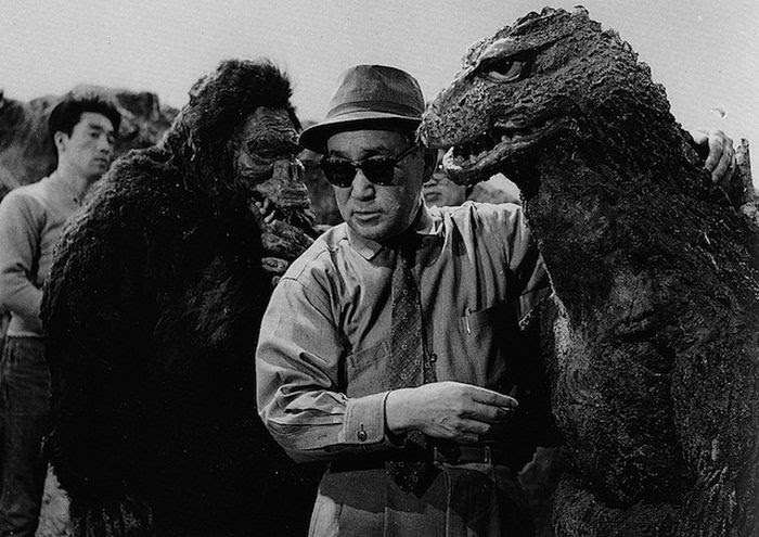 Behind-the-Scenes Monster Movie Photos (30 pics)