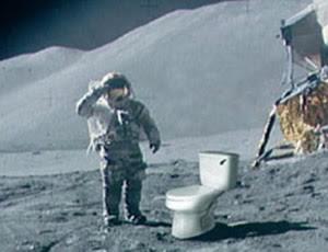Como é o banheiro dos astronautas?