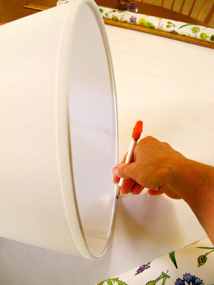 How To Make A Lamp Shade With Peek A Boo Flair Homejelly