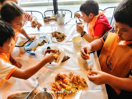 BLUE POST BOILING Crabs & Shrimps with the Boys (A Review) (OUR AWESOME PLANET)