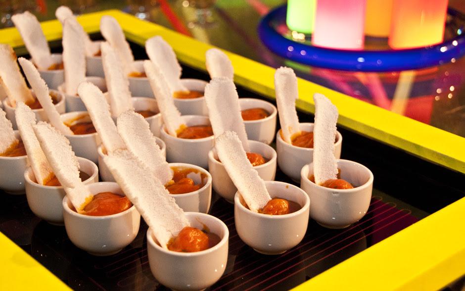 Porções individuais de crocante de tapioca com geleia de pimenta