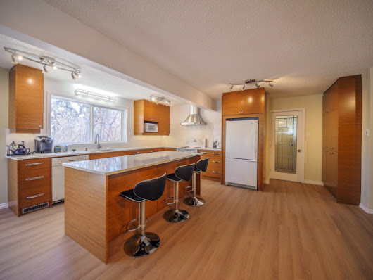 How long does a kitchen remodel take?