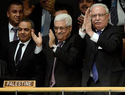 El presidente palestino, Mahmud Abás, aplaude la resolución de la ONU que eleva a Palestina a Estado observador. -