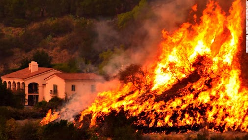 55 mph winds forecast for fire-ravaged California  http://www.cnn.com/2017/12/16/us/california-fires...