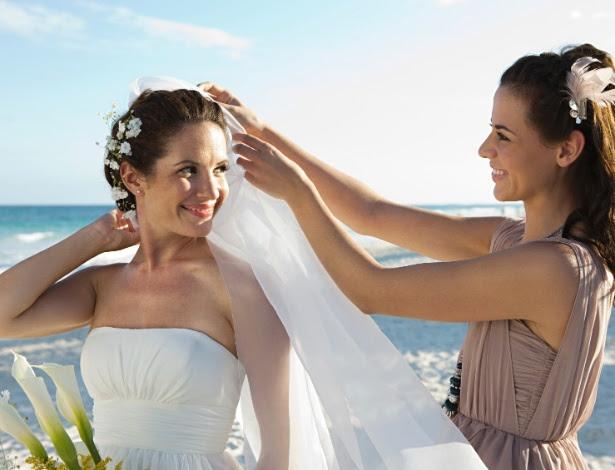 Encontrar profissionais talentosos para cuidar da beleza da noiva em outra cidade não é tarefa fácil