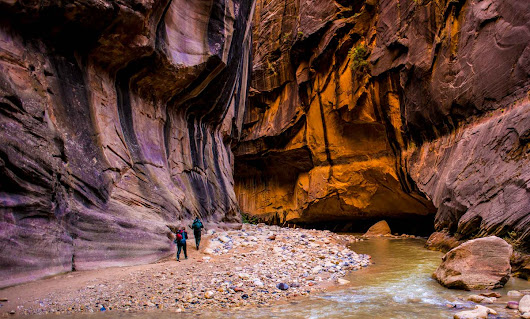 "Tom & Kris Travel on Twitter: ""A4 #ExpediaChat Hiking together is romantic, Zion National Park, Utah  @TravelPast50  """